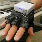 'Luva Musical' ensina piano em nova fisioterapia para tetraplégicos