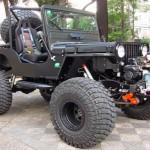 Jeep Willys CJ-3A modificado como Black Edition V8