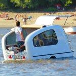 Trailer anfíbio permite acampamentos na terra e na água