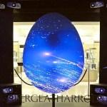 Ovo Fabergé interativo comemora a Páscoa em vitrine de luxo