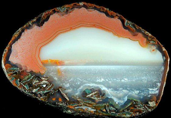 Ondas do mar dentro de pedra