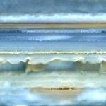 Sequência de ondas emerge do miolo cristalino de uma ágata