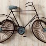 Bicicleta com rodas de coração para celebrar o amor à vida