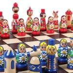 Jogo de xadrez russo inspirado na tradicional boneca matrioska