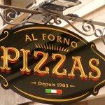 Letreiro dupla face de ferro perpendicular à calçada para pizzaria