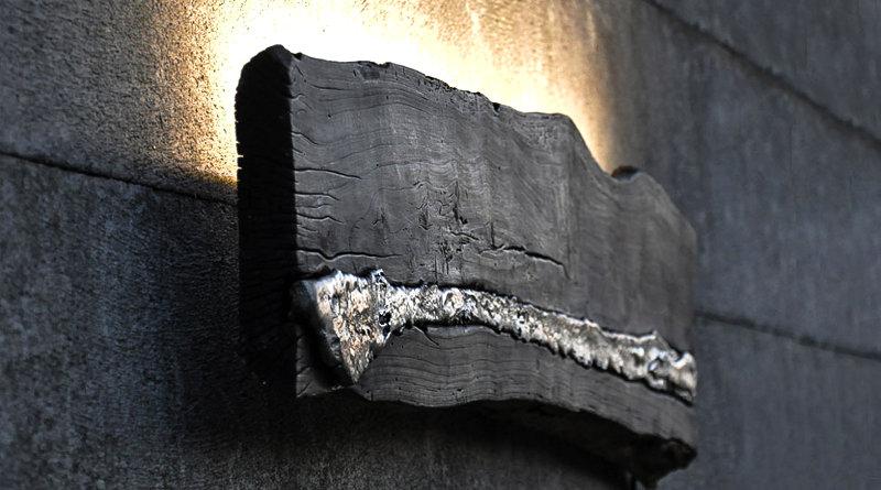 Decoração com alumínio embutido em tábua de demolição