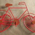 Bicicleta com rodas de coração para os amantes do ciclismo