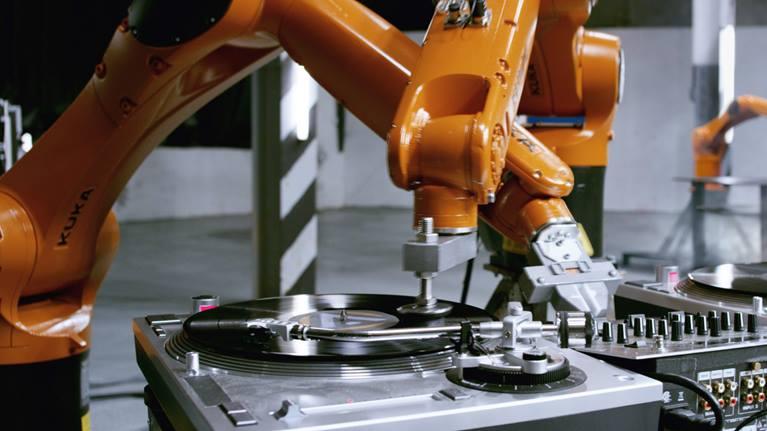 kuka robots automatica