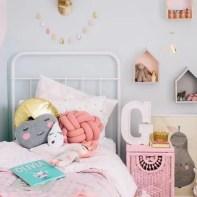 almofadas na decoração do quarto das crianças 19