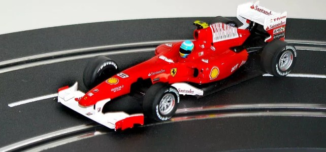 Ferrari F10 von Fernando Alonso (Carrera 30516)