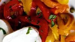 Πιπεριές με κάπαρη και μοτσαρέλα