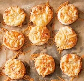 Τυρο-μπισκοτάκια με μπέικον