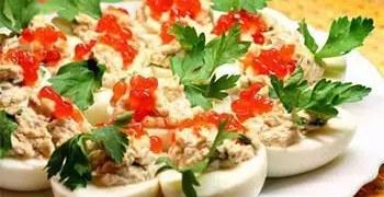 Αυγά γεμιστά με καπνιστό σολωμό