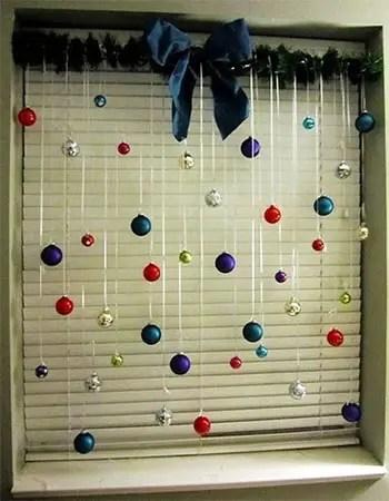 Ένα παράθυρο γεμάτο Χριστούγεννα