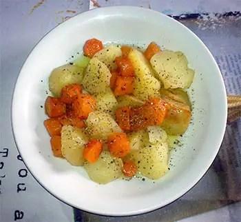 Πατάτες και καρότα στο φούρνο
