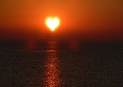 sun love 1565695362 - Lux in tenebris, Ναπολέων Λαπαθιώτης