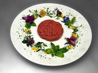beef meat 1567848715 - Μπιφτέκια με λαχανικά στο φούρνο, της Ματιάς