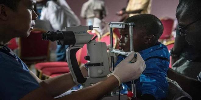 Clinique ophtalmologique pour vérifier la santé oculaire des survivants d'Ebola