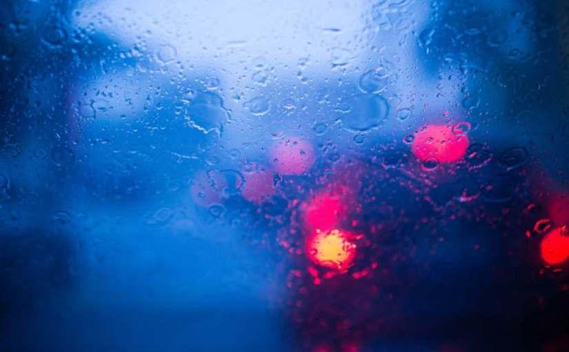 Guida sotto la pioggia: 10 consigli per chi si trova a guidare sotto un temporale