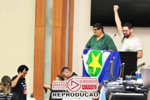 """Servidores do Estado assumem plenário da Assembleia e impedem votação de """"Pacote Bomba"""" de Mauro Mendes 83"""