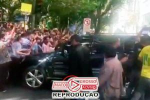 Vídeo inédito flagra primeira tentativa de Adélio Bispo de assassinar Bolsonaro ao descer do carro 89
