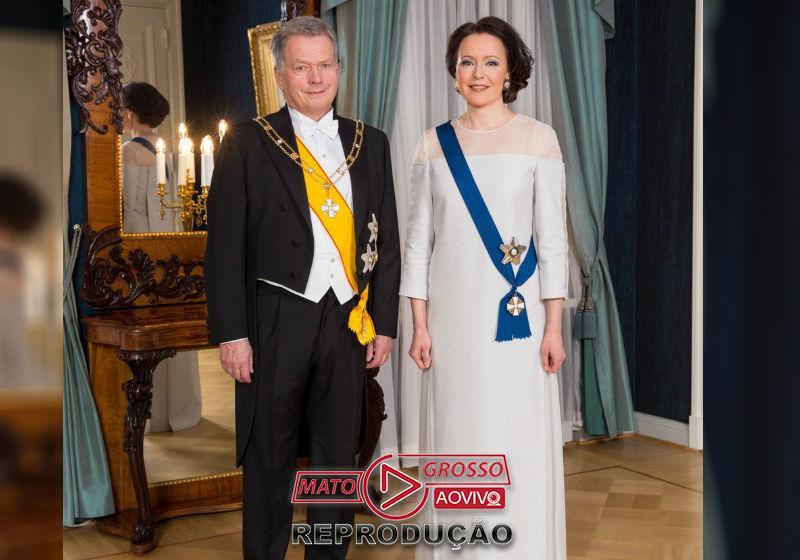 A primeira-dama ao lado marido, presidente da Finlândia Sauli Niinistö Foto: Twitter