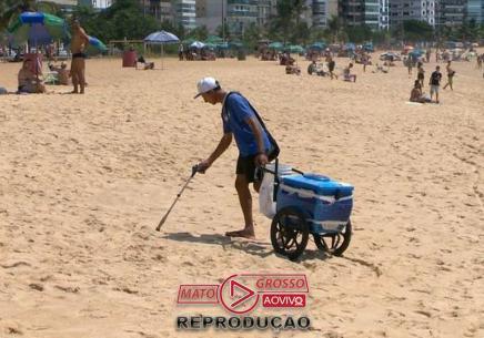 Desempregado vende picolés e limpa lixo das praias-media-1
