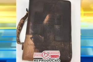 Bíblia permanece intacta após incêndio que destruiu casa inteira 73