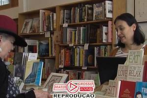 Concorrentes ajudam comerciante internado e reabrem livraria 69