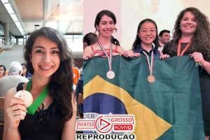 Brasileira de 17 anos tem 28 medalhas de matemática e um sonho 76