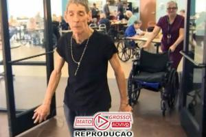 Paciente com parkinson volta a andar, após anos na cadeira de rodas 78