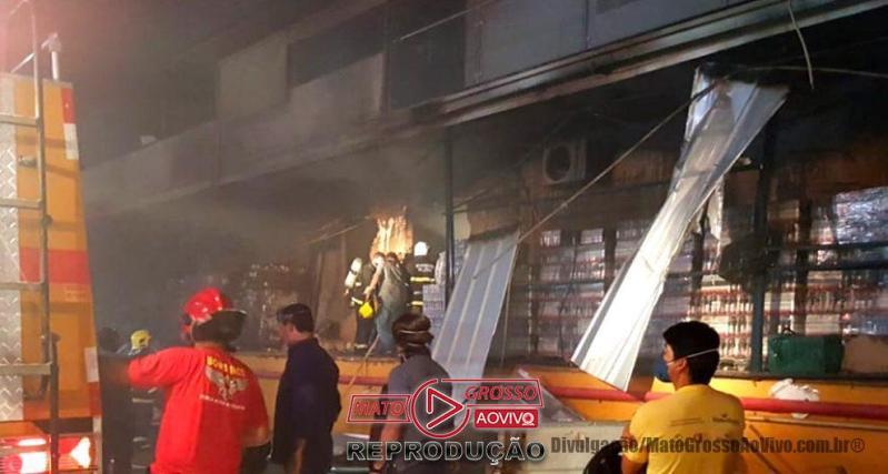 VÍDEO | Incêndio de grandes proporções destruiu depósito de alimentos do Del Moro em Sorriso 67