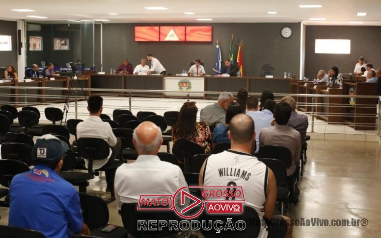 Comerciantes locais também compareceram a sessão para cobrar de perto os vereadores do município.