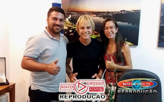 Sempre simpático, o prefeito Sergio Meneguelli recebeu o casal, entre outros visitantes, em seu gabinete na sede do executivo municipal.