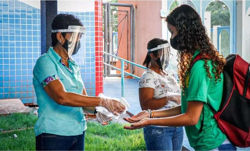 Ensino híbrido, que retomaria parcialmente aulas presenciais é suspenso em Mato Grosso