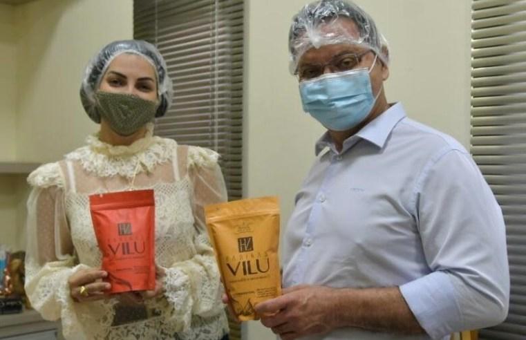 Botelho visita pequena indústria de farofas e pede abertura de mercado
