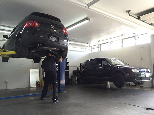 Factory maintenance services on Volkswagen GTi and Mk5 VW R32