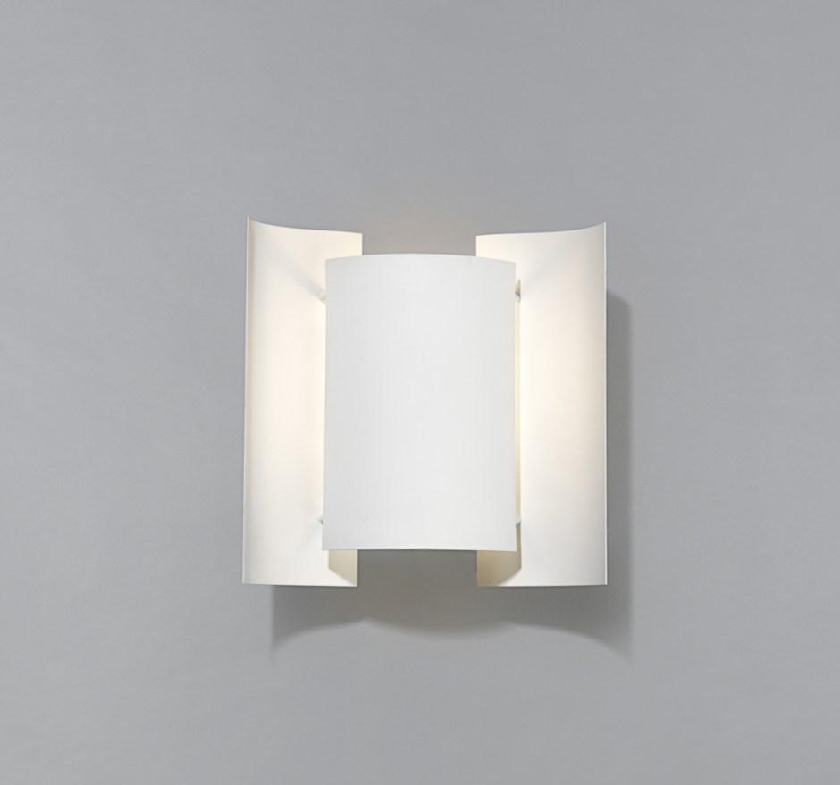 Sven Ivar Dysthe. Modell: Butterfly. Produseres av Northern Lighting. Tegnet i 1964. Opprinnelig produsert av Høvik Lys og senere Arnold Wiigs Fabrikker. (Nordic Lighting)