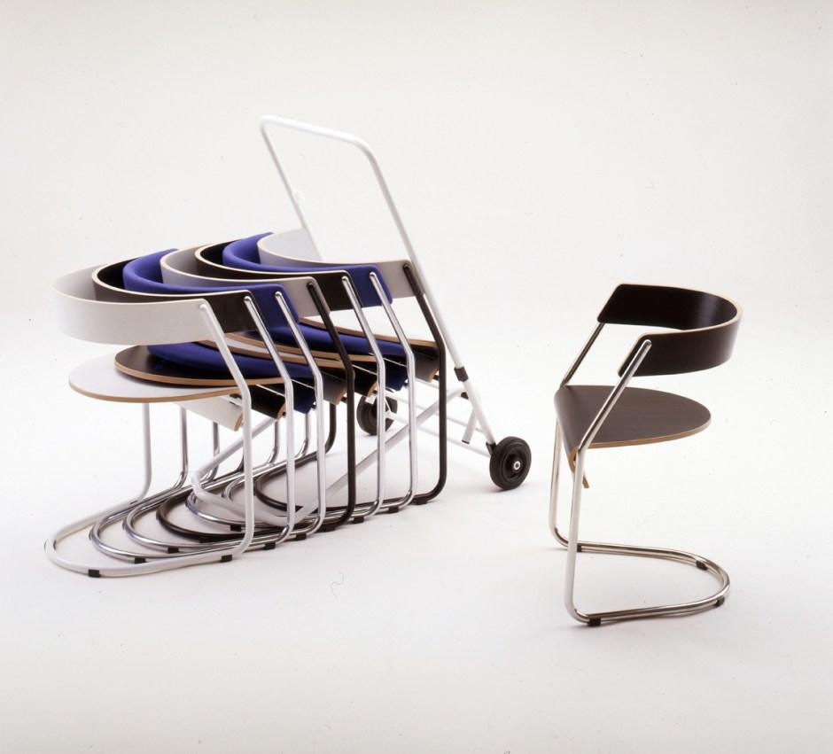 Sven Ivar Dysthe. Modell: Parabel. Produsert av Møremøbler. I produksjon fra 1986. (Foto: Fora Form)