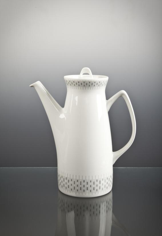 Eystein Sandnes. Modell: Jubileum. Dekor: Risotto. Produsert av Porsgrunds Porselænsfabrik. I produksjon fra 1959. (Foto: Mats Linder)