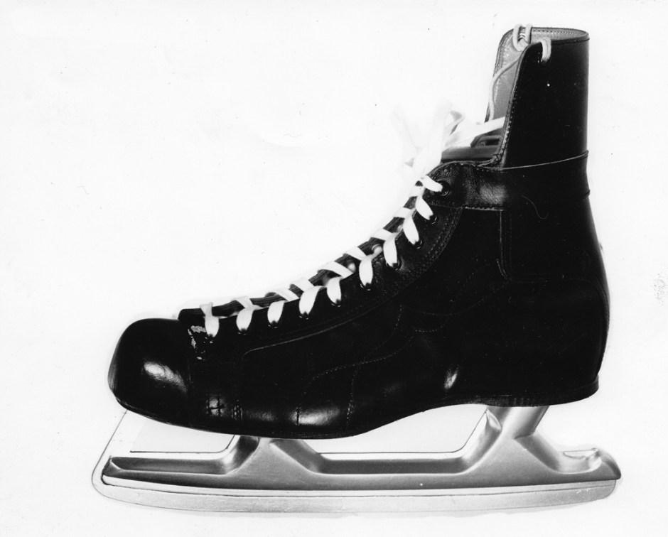 Birger Dahl. Bandyskøyte. Produsert av Wilhelm Rosenvinge. Ca. 1973.