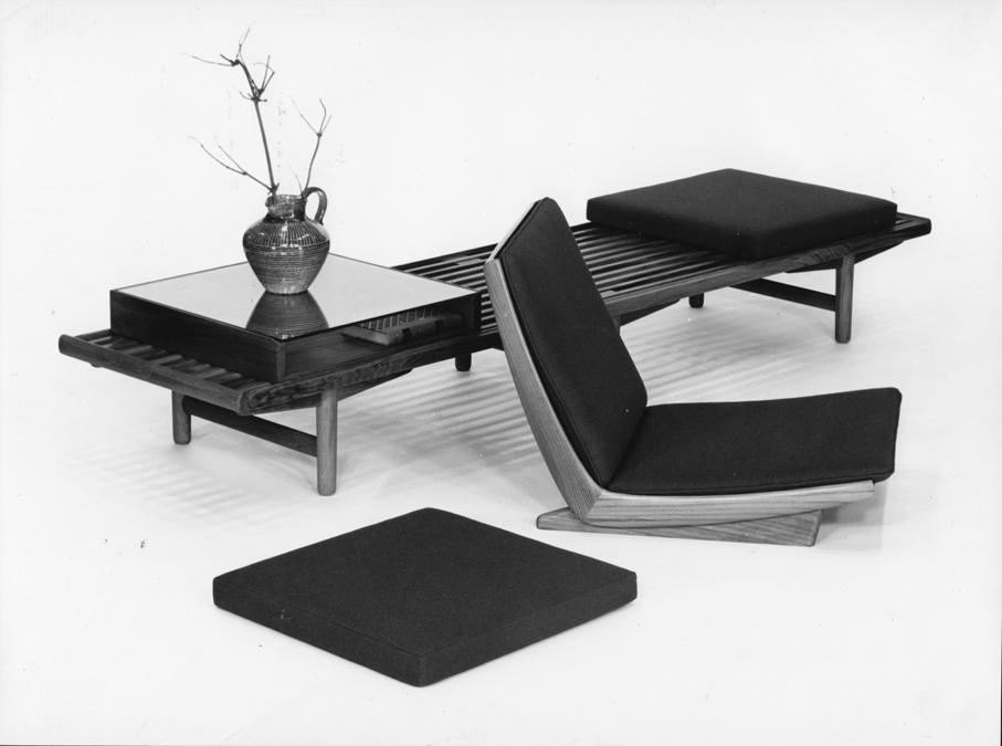 Gerhard Berg. Møbel-serie 1800. Produsert ved P.I. Langlo Fabrikker. Tegnet i 1959.