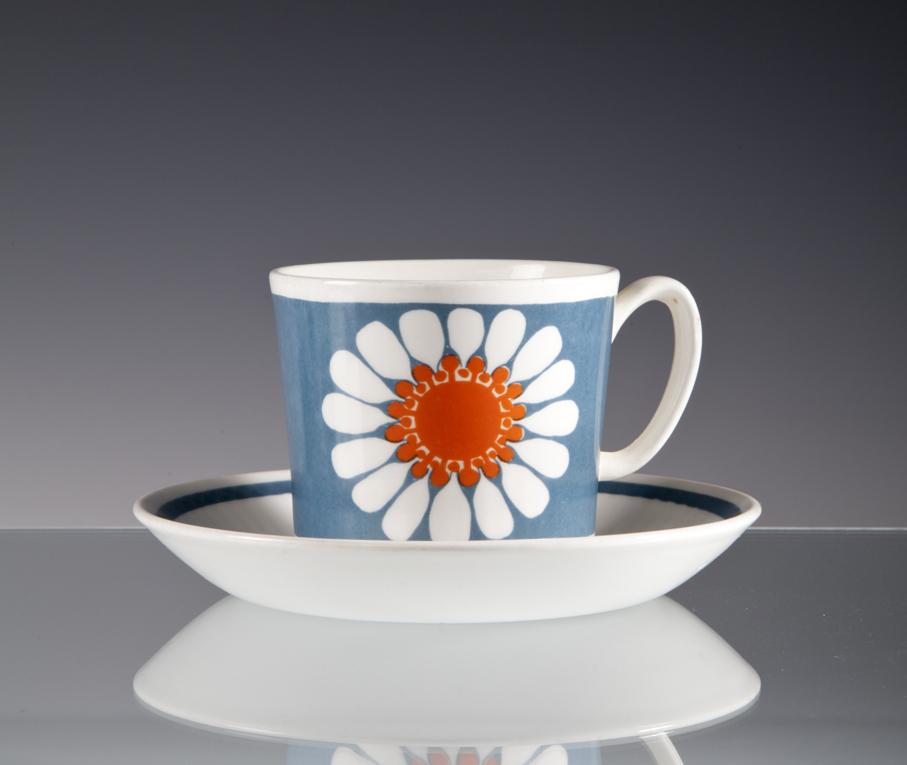 Turi Gramstad Oliver. Kaffekopp. Dekor: Daisy. Produsert av Figgjo.