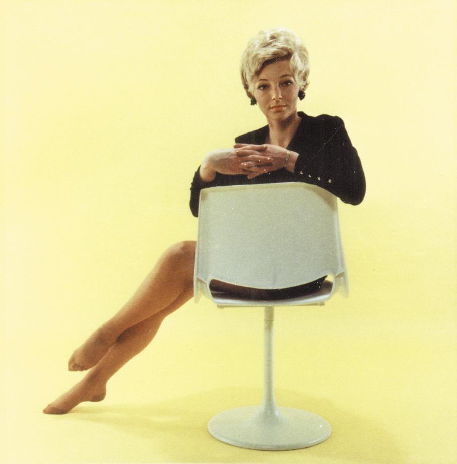 Reklame for Bendt Winges stol R-48 på søylefot. Trolig tidlig 1970-tallet. (Foto: Nordic Comfort Products)