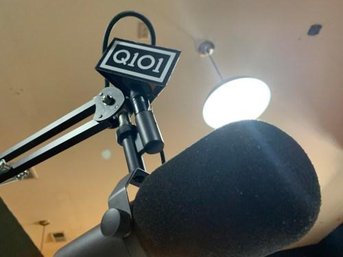 Q101-mic-flag