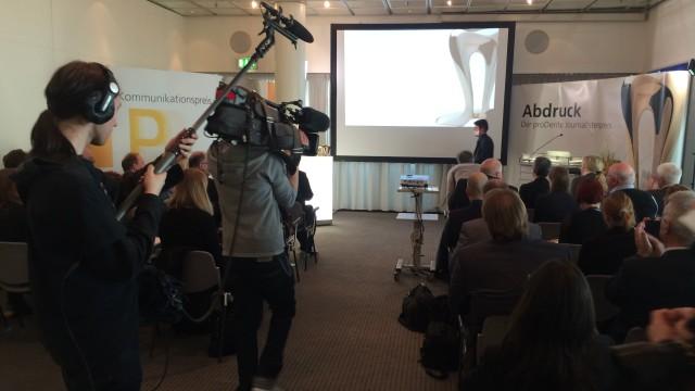 Der Journalistenpreis Abdruck der Initiative proDente wurde bereits zum zehnten Mal verliehen.