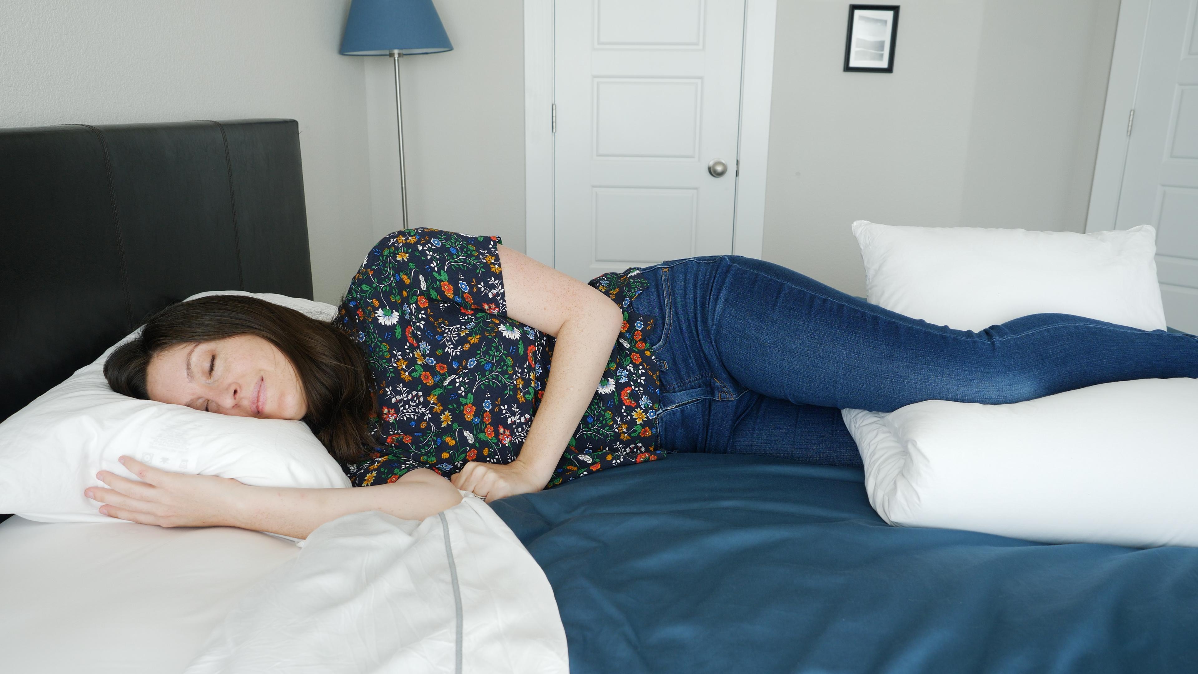 how to sleep with hip pain mattress