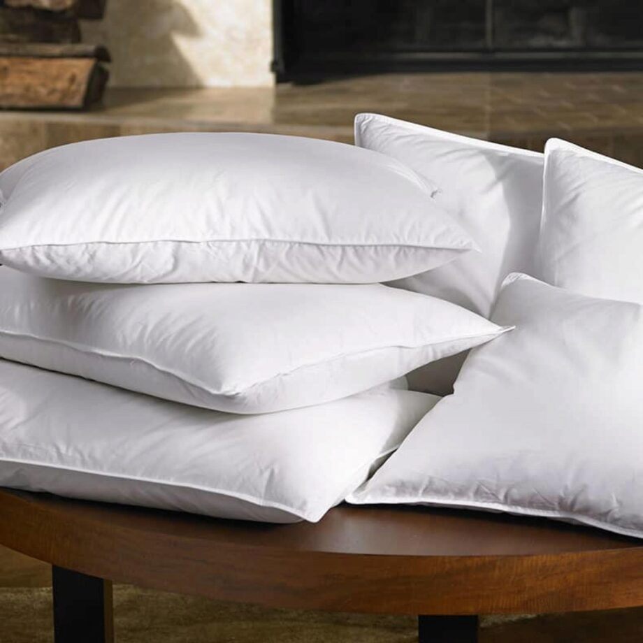 how many pillows go on a king bed plus
