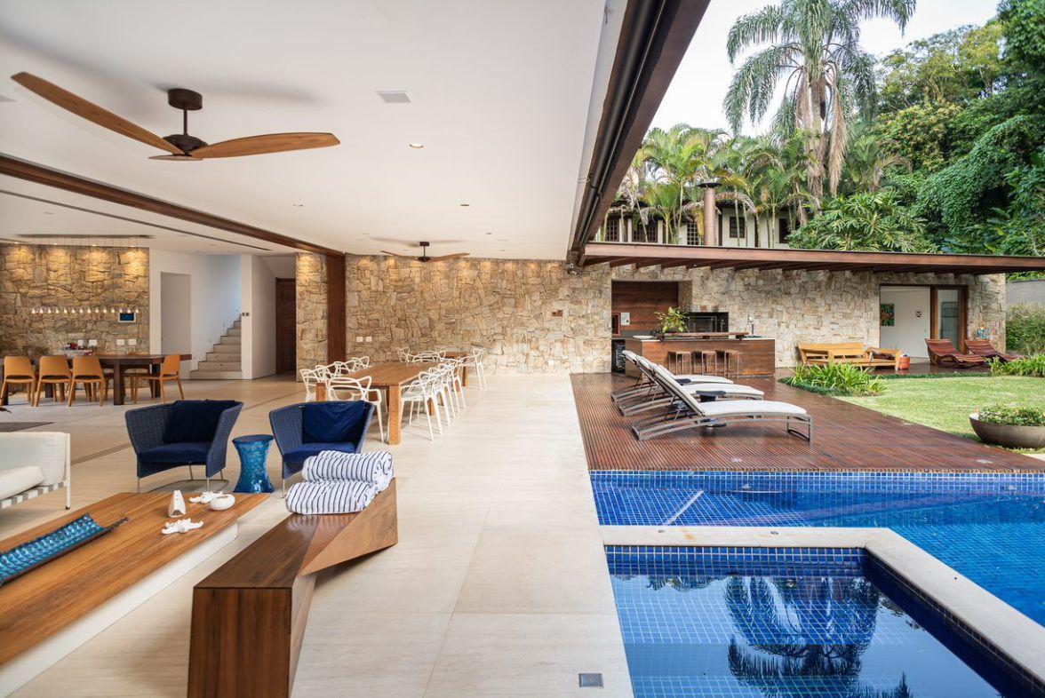 Carrossel aluguel de casas de luxo Villa07 em Litoral Norte Sao Paulo 3