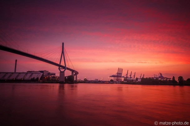 Hamburger Sonnenuntergang an der Köhlbrandbrücke